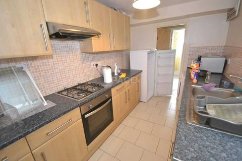 5 bedroom terraced house to rent - Brighton Road, Earley