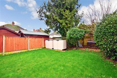 3 bedroom semi-detached house for sale - Essella Road, Ashford, Kent