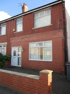 4 bedroom terraced house to rent - Vicarage Lane, Blackpool FY4