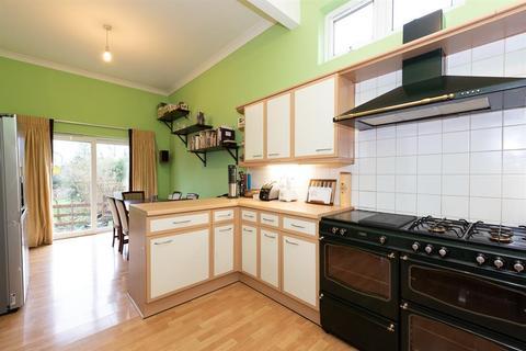 4 bedroom bungalow for sale - Bath Road, RG31 7QH