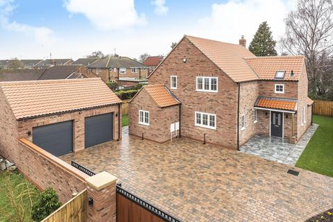 4 bedroom detached house for sale - The Gables, York Road, Riccall, York, YO19 6QG