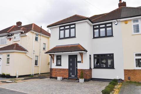 4 bedroom semi-detached house for sale - Calbourne Avenue, Hornchurch, Essex, RM12