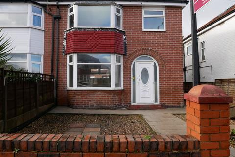 3 bedroom semi-detached house to rent - Chatsworth Road, Droylesdon, Manchester