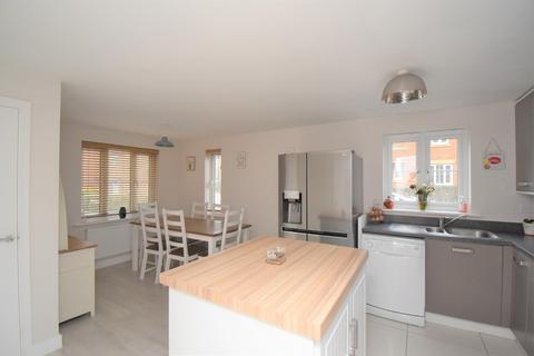 4 bedroom detached house for sale - Swaffer Way, Ashford