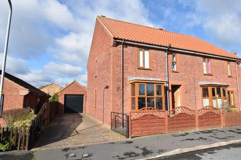 3 bedroom semi-detached house for sale - Station Approach, Louth