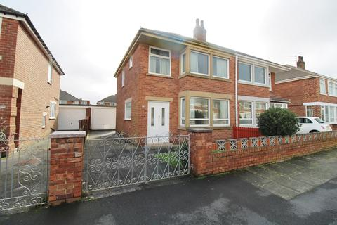 2 bedroom semi-detached house for sale - Helens Close, South Shore, FY4