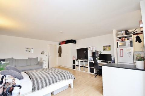Studio to rent - Chart House, Burrells Wharf Square, London
