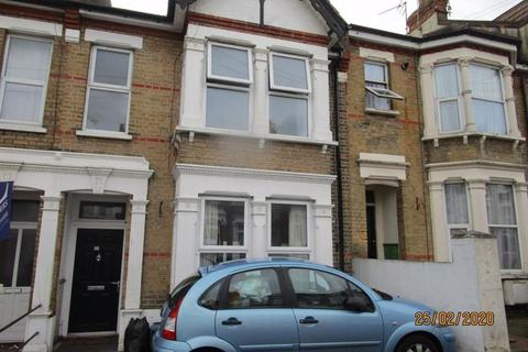1 bedroom ground floor flat to rent - Heygate Avenue, Southend on Sea