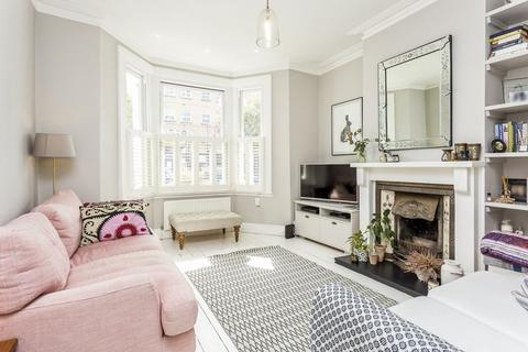 2 bedroom ground floor flat for sale - Kinnear Road W12