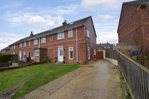 2 bedroom terraced house for sale - FAMILY HOME WITH LOFT ROOM SITUATED CLOSE TO THE RODWELL TRAIL IN WYKE.