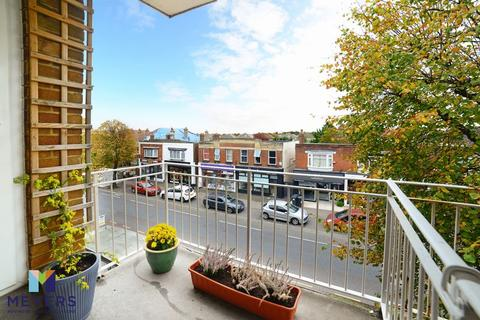 2 bedroom apartment for sale - Holdenhurst Avenue, Boscombe East, Bournemouth, BH7