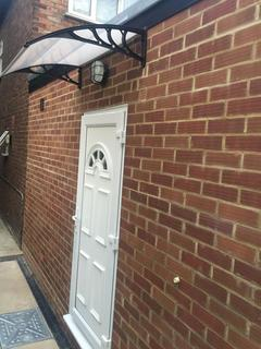 Studio to rent - Sidcup Road, London, SE12