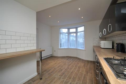 3 bedroom house to rent - Hunters Hall Road, Essex, RM10