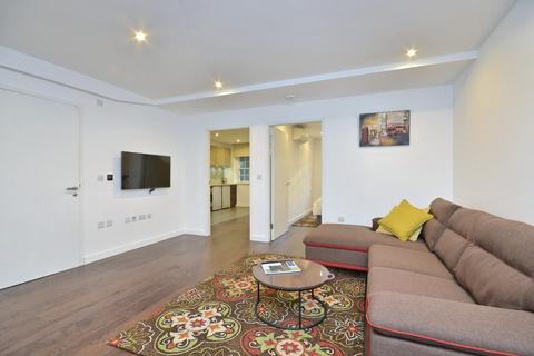2 bedroom flat to rent - Queen Victoria Terrace, Sovereign Court, Wapping, London, E1W