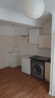 Studio to rent - Arthur Road