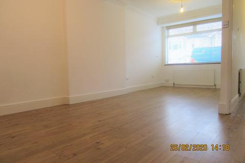 3 bedroom terraced house to rent - Glenwood Avenue, Rainham RM13