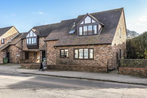 2 bedroom flat for sale - Stone,  Aylesbury,  HP17