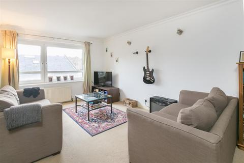 1 bedroom flat to rent - Nantes Close, Battersea, SW18