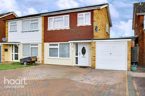 4 bedroom semi-detached house for sale - Maybury Close, Colchester