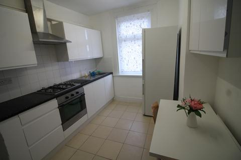 3 bedroom flat to rent - Grangewood Street, London, E6