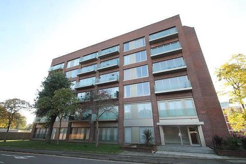 1 bedroom flat - Ash House, Fairfield Avenue, Staines-Upon-Thames, TW18
