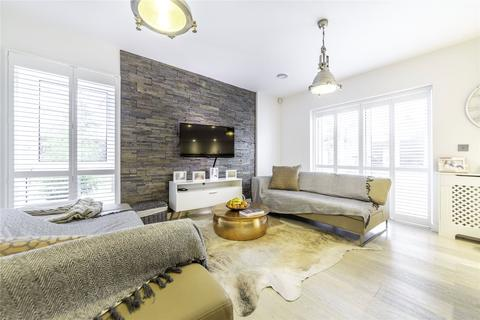 3 bedroom apartment for sale - Falcondale Court, Lakeside Drive, NW10