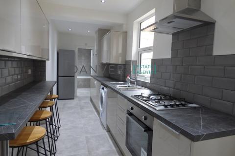 4 bedroom terraced house to rent - Warwick Street