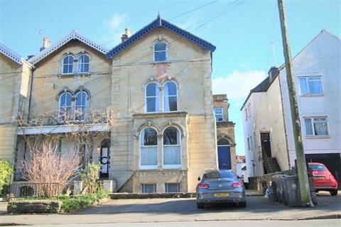 2 bedroom flat to rent - Cotham Road