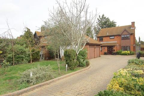 5 bedroom detached house for sale - Rockingham Avenue, Hornchurch