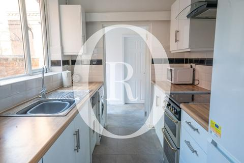 4 bedroom end of terrace house to rent - Avenue Road Extension, Clarendon Park, Leicester