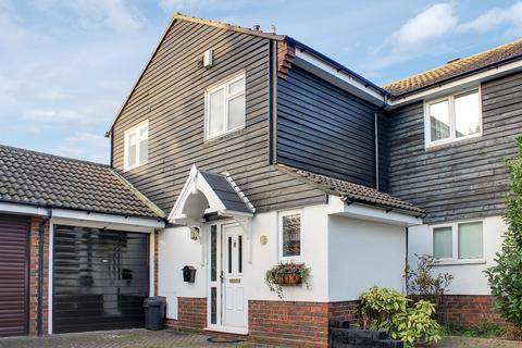 4 bedroom semi-detached house for sale - Owen Gardens, Woodford Green