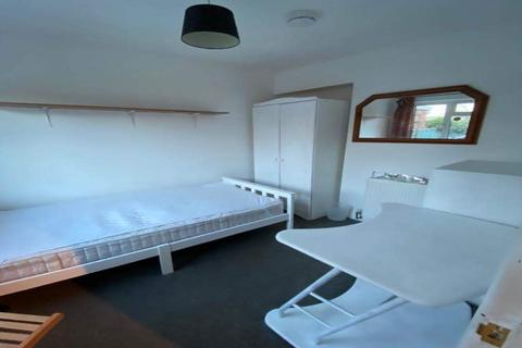 1 bedroom in a house share to rent - Crowland Way, Cambridge,