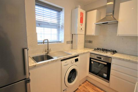 Studio to rent - High Road , Chadwell Heath , Essex
