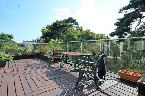 2 bedroom penthouse to rent - St Johns Road, Bournemouth, BH5