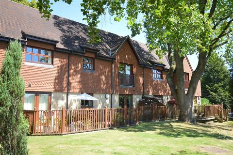 2 bedroom flat for sale - Furze Hill, Kingswood