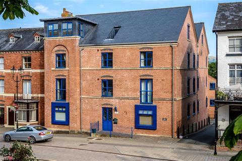 2 bedroom flat to rent - High Street, Llandrindod Wells, LD1 6AG