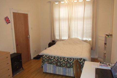Studio to rent - Rhymney Terrace, Cathays, Cardiff, CF24 4DE