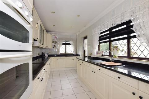 4 bedroom semi-detached house for sale - Simpson Road, Rainham, Essex