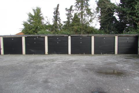 Garage to rent - London Road, Dunstable, Bedfordshire, LU6