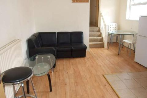 2 bedroom flat to rent - Claude Road, Roath, Cardiff, CF24 3QD