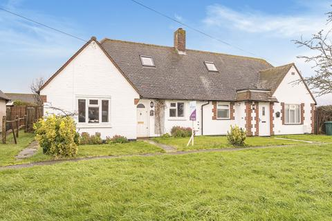 2 bedroom bungalow for sale - Furzefield, West Wittering, PO20