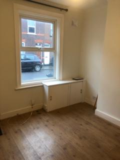 2 bedroom terraced house to rent - Strathmore Av, Luton LU1