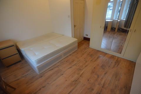 2 bedroom flat to rent - Blenhem Road, Sratford