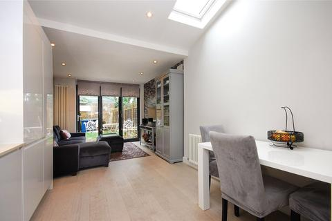 2 bedroom apartment for sale - Lichfield Road, London, NW2
