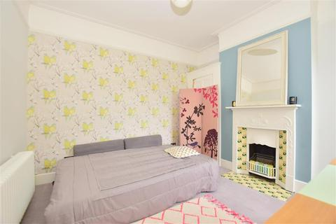3 bedroom semi-detached house for sale - Park Avenue, Gillingham, Kent
