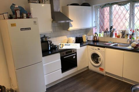 4 bedroom terraced house - Woodsley Green, Woodhouse
