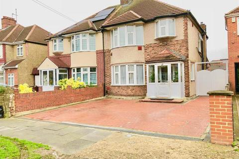 3 bedroom semi-detached house for sale - Burns Way, TW5