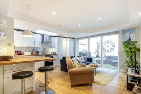2 bedroom flat for sale - Taybridge Road, Battersea