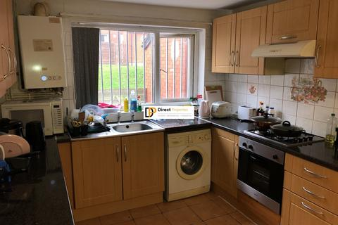 4 bedroom terraced house to rent - St. Johns Close, Woodhouse