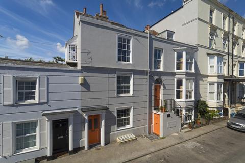 7 bedroom terraced house for sale - Walmer Castle Road, Walmer